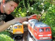Augsburg: Wenn die Eisenbahn durch den Garten fährt