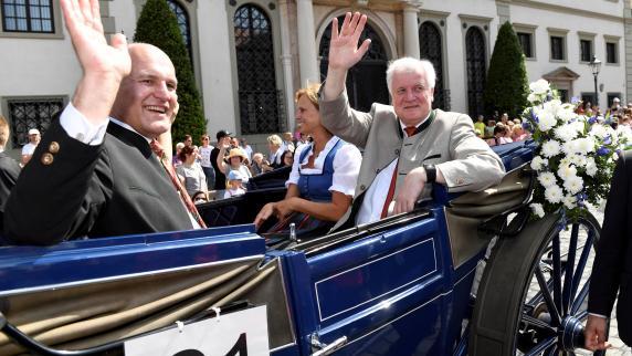 Debatte: Augsburger CSU rebelliert nicht gegen Seehofer - aus Taktik?
