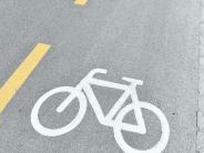 Verkehr: Radstreifen auf Probe