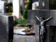 Feiertag: Allerheiligen: Öffnungszeiten der Friedhöfe und Parkmöglichkeiten