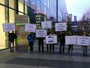 Augsburg: Ledvance-Mitarbeiter machenMahnwache vor Osram