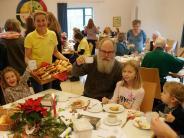 Augsburg: Beten bei Brezen und Bratäpfeln