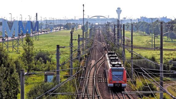 Debatte: Augsburg-München: Die Bimmelbahn zum Flughafen ist ein Witz