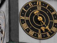 Augsburg: Am Augsburger Perlachturm stehendie Uhren still