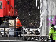 Augsburg: Aufwendige Bergung nach Zugunfall an der Gögginger Brücke