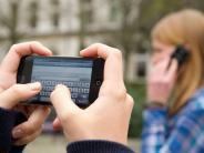 Augsburg: Soll das Handy-Verbot an Schulen erhalten bleiben?