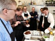 Profiköche kochen mit AZ Lesern für die...: Kochen mit dem Profi bei Feinkost Kahn