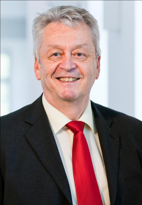 Hochschulpräsident <b>Hans-Eberhard Schurk</b> stellt sich wieder zur Wahl. - Prof-Dr-Schurk-142-Zuschnitt