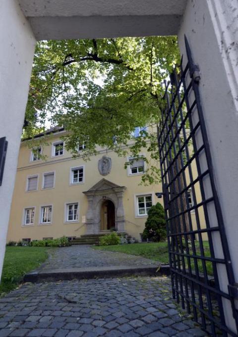 augsburg familie im kirchenasyl hilfe f r folteropfer lokales augsburg augsburger allgemeine. Black Bedroom Furniture Sets. Home Design Ideas