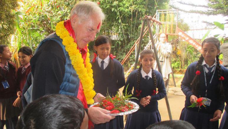 neuburg kathmandu mit den spenden wird eine schule gebaut lokales augsburg augsburger. Black Bedroom Furniture Sets. Home Design Ideas