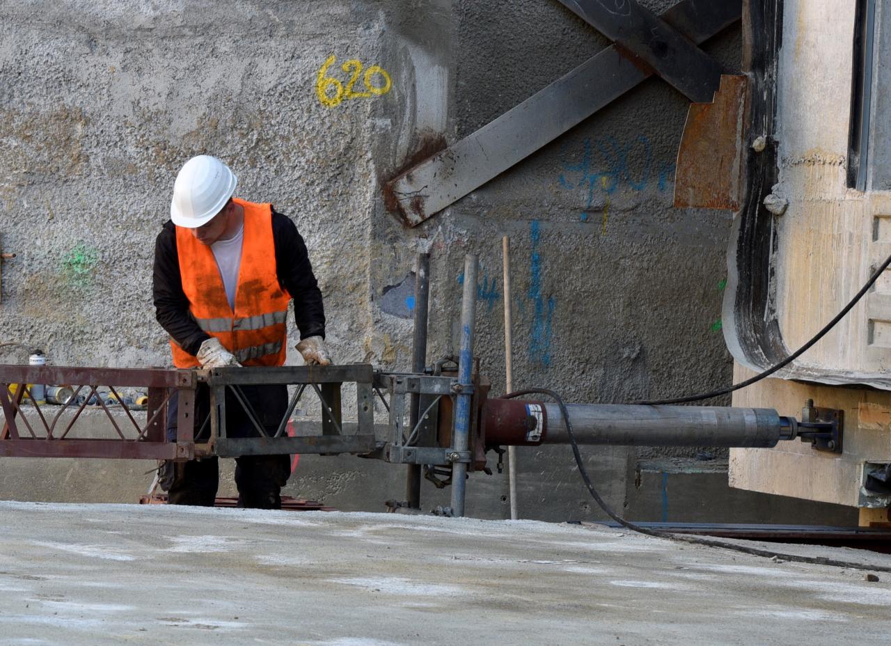 so werden 1500 tonnen beton auf der gro baustelle bewegt lokales augsburg augsburger. Black Bedroom Furniture Sets. Home Design Ideas