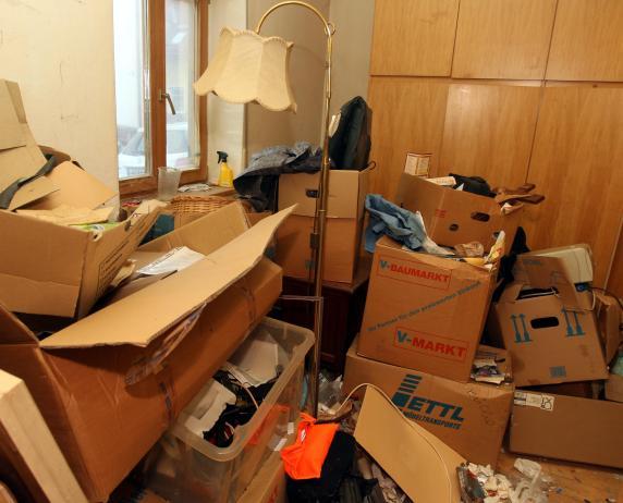 augsburg vermieterin k mpft mit m llbergen eines messie mieters lokales augsburg. Black Bedroom Furniture Sets. Home Design Ideas