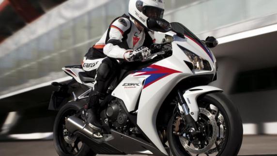 Motorrad: News & Service: 178 PS: Honda frischt die Fireblade auf
