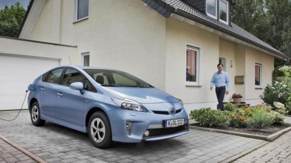 Gegenwart und Zukunft auf zwei und vier Rädern: Wegweisende Wohneinheit: Die Verknüpfung von Auto und Haus