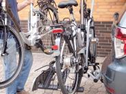 Verkehr: Fahrradträger: Körbe und Leuchten sind auf dem Auto tabu