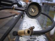 Tankstellen: Kostet Reifenaufpumpen bald Geld?
