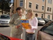 Schäden richtig abwickeln: Ins Urlauberauto gehört ein Unfallbericht-Formular