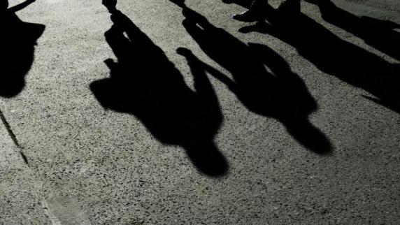 Rechtsspruch: Trotz Polizeigeleits: Verwarngeld bei Verlassen des Gehwegs