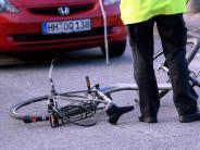 Recht im Verkehr: Unfall mit Falschradler: Autofahrer haftet zu zwei Dritteln