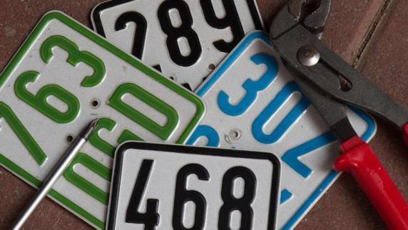 Frist läuft ab: Ab 1. März: Neue Versicherungs-kennzeichen für Mopeds