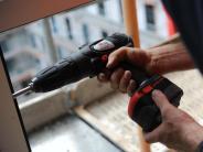 Heimwerker-Tipp: Erst klopfen, dann bohren: Tragfähigkeit von Wänden prüfen