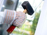 Weitreichender Schutz: Hausratversicherung kommt nach Einbruch für Schäden auf
