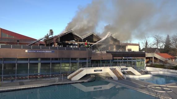 Kreis Weilheim-Schongau: Großbrand im Schwimmbad Rigi Rutsch'n richtet Millionenschaden an