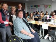 Soziales: Ein Lehrer im Rollstuhl