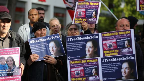Inhaftierte Journalistin : Vater darf Meșale Tolu besuchen