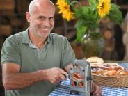 Kreis Dillingen: Dieser Lauinger hat eine Schneidemaschine für die Breze erfunden