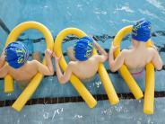 Schwimmunterricht: Sind Bayerns Schwimmbäder zu marode?