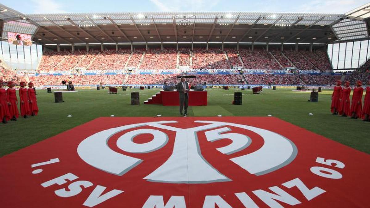 Fußball Mainzer CofaceArena feierlich eröffnet