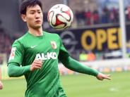 FC Augsburg: Dong-Won Ji hat Knieprobleme: Einsatz gegen Bayern unsicher