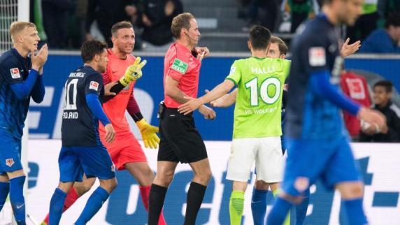 Relegation : Schiedsrichter Stegemann bereut Elfmeterpfiff