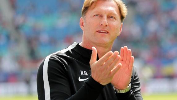 VfL Wolfsburg bleibt nach Siegen in Relegation erstklassig