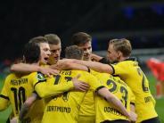 Fußball: BVB schlägt Hertha und fordert im Pokal-Finale Bayern