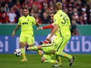 3:1 gegenAugsburg: Bayern beimBadstuber-Comeback ins Achtelfinale