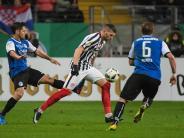 1:0 gegen Arminia: Eintracht Frankfurt müht sich ins Pokal-Halbfinale