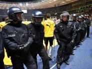 «So wie man es sich wünscht»: Pokalfinale in Berlin:Gutgelaunte Fans, zufriedene Polizei