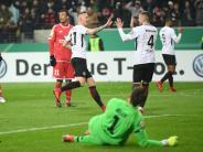 Amateurhafte Fehler: Mainzer Gastgeschenke bescheren Frankfurt Pokal-Halbfinale