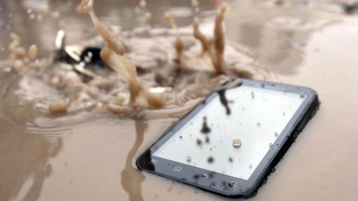 smartphone bei regenwetter was tun wenn das handy nass. Black Bedroom Furniture Sets. Home Design Ideas