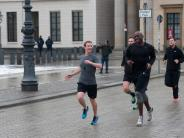 Internet: Zuckerberg will Image von Facebook in Deutschland polieren