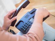 Lockanrufe: Falscher Nummernzauber: Belästigt und betrogen per Telefon