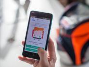 Reine Überwachung?: MitPeilsender in die Schule: Debatte umSchutzranzen-App