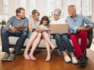 Verschiedene Angebote: Streaming, Apps, Telefon: Geld sparen mit Familienkonten