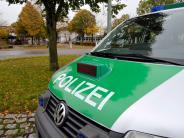 Lauingen: Lkw-Fahrer bleibt an Scheune hängen