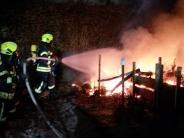 Lauingen/Glött: Gartenhäuschen brennt komplett ab