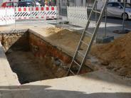 Bachhagel: Arbeiter stürzt in eine tiefe Grube