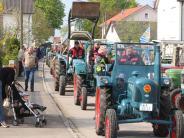 Am Sonntag in Reatshofen: Alte Landmaschinen auf dem Laufsteg