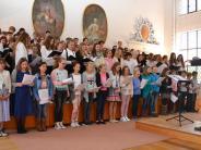 Musik: Mitreißendes Chorkonzert von zwei Gymnasien